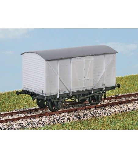 PARKSIDE BR 10Ton Insulated Meat Van OO Gauge PC09A