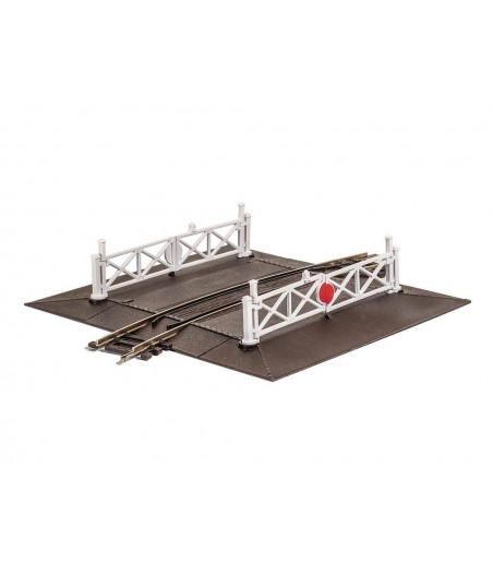 Peco Curved (No.2 Rad.) Level Crossing, complete with 2 ramps & 4 gates OO/HO Gauge ST-261